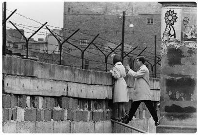Muro di berlino nascita storia e caduta del muro di berlino - Finestra che si apre sul lato superiore ...