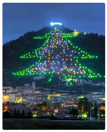 Albero Di Natale Gubbio.Natale A Gubbio