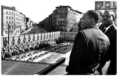 Visita di Martin Luther King al Muro di Berlino